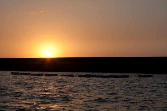 boats-sunset-flickr-jeantil